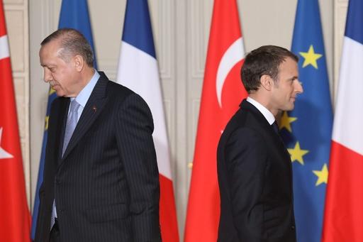 「脳死」なのはマクロン氏… トルコ大統領が痛烈批判