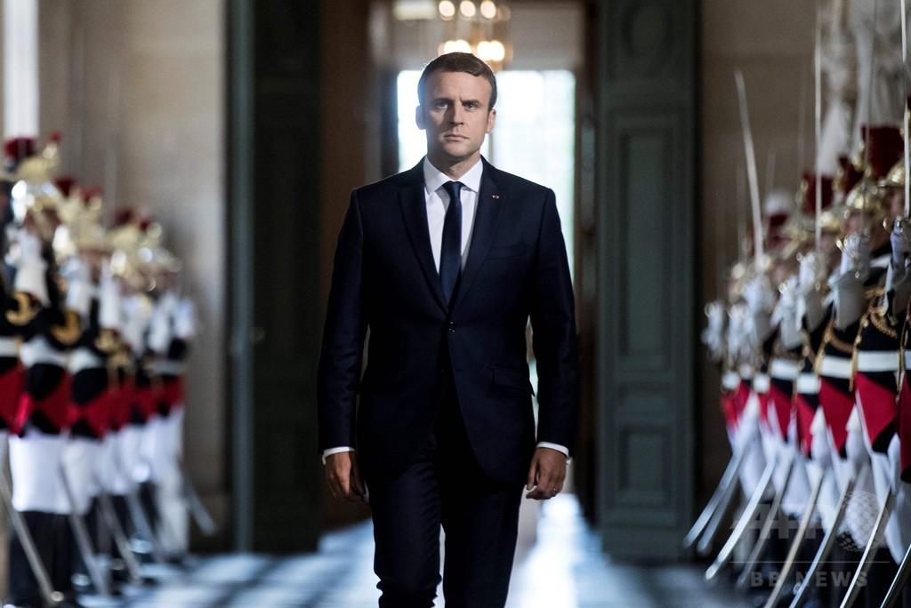 仏大統領、ベルサイユ宮殿で「変革」誓う 議員3分の1削減を提案