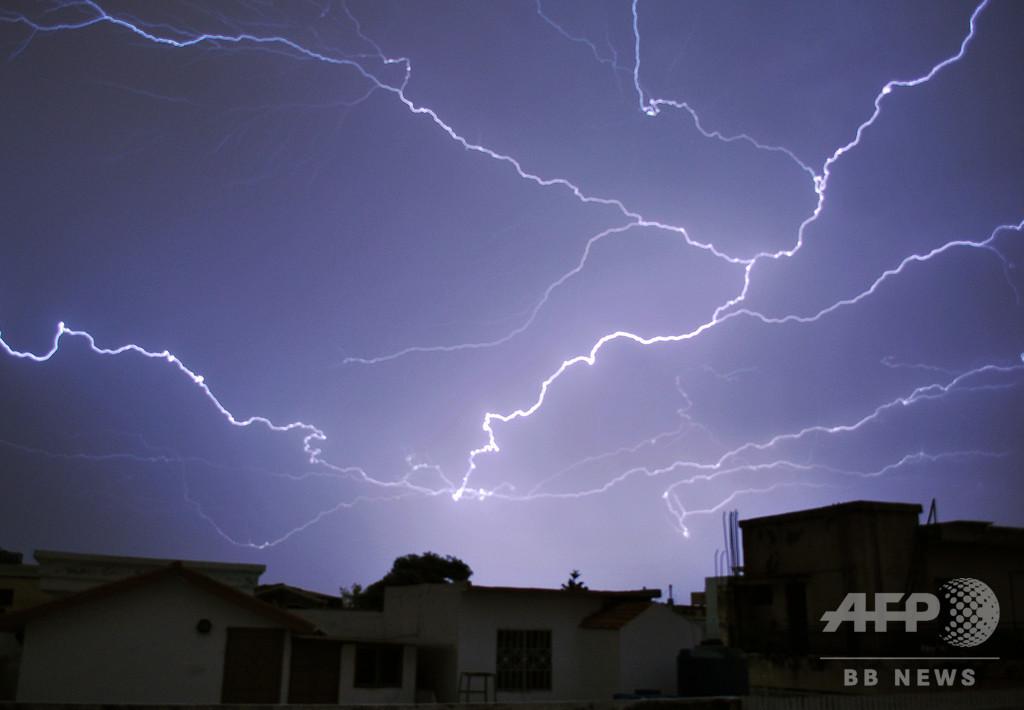 パキスタン南部で落雷相次ぐ、少なくとも18人死亡