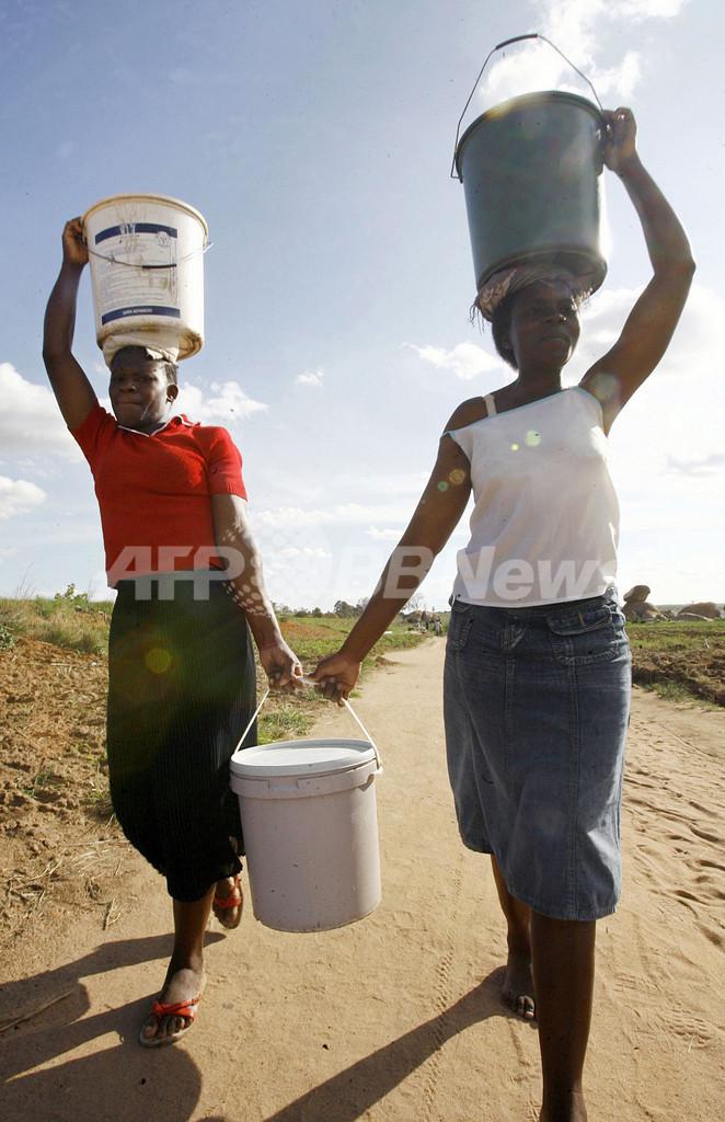 コレラ感染が深刻化するジンバブエ、大統領が突如コレラ根絶宣言