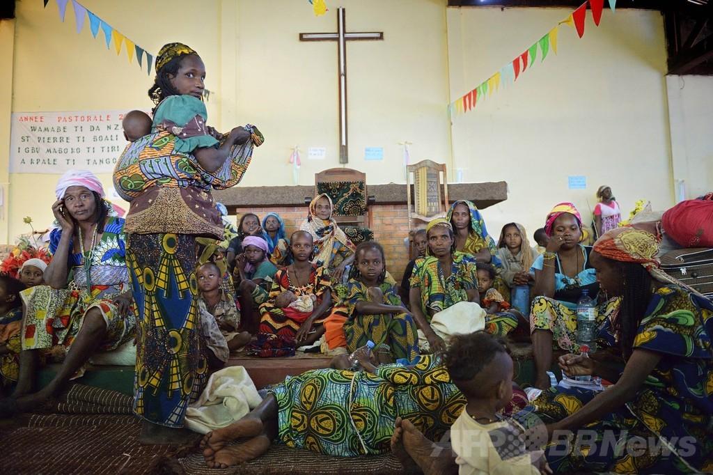 カトリック教会に逃げ込むイスラム教徒、中央アフリカ