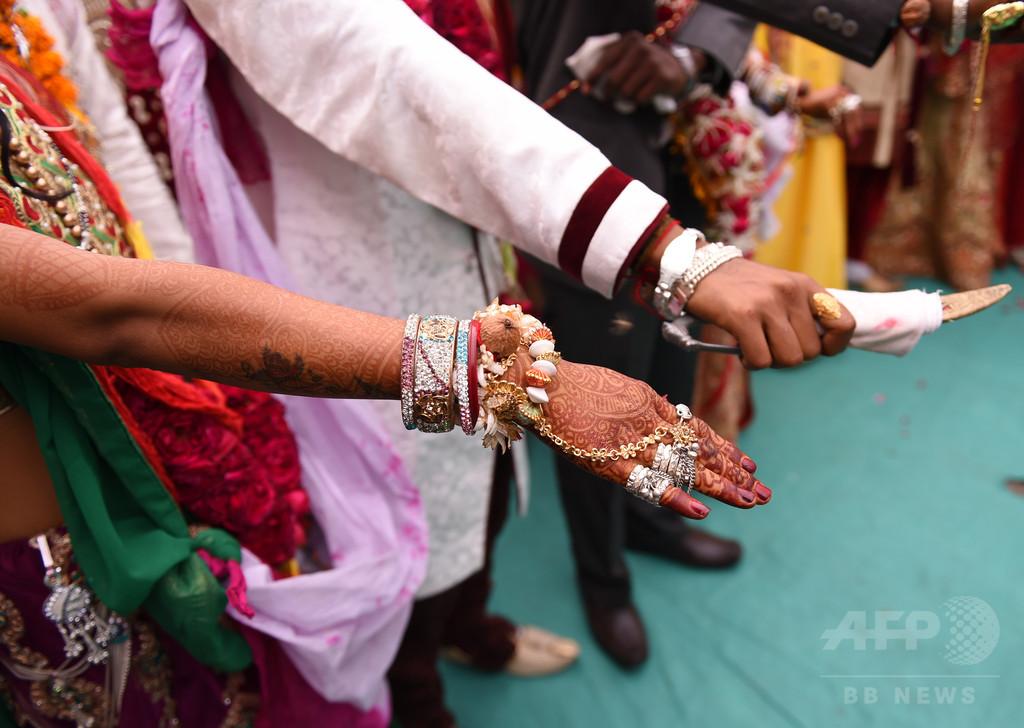 結婚式の祝砲にあたり花婿死亡 インド