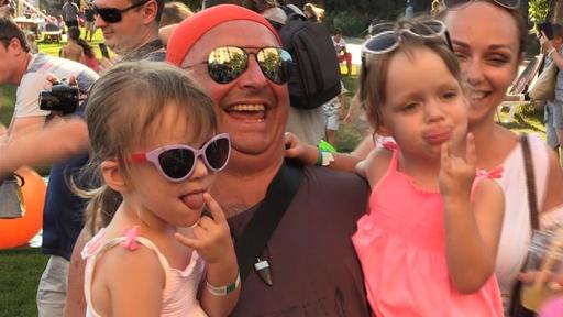 動画:双子、三つ子が大集合 200組以上で記録樹立 ウクライナ