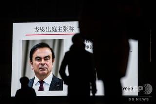 東京地裁、サッカーステッカーの、米アップルのクックCEO、「重圧に打ち勝って成長を」、ギリシャ各地で