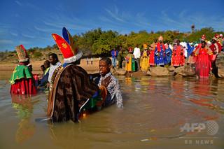 川での洗礼式で子ども6人が水死、ジンバブエ