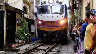 動画:ハノイ旧市街の「トレインストリート」、観光客に人気 ベトナム