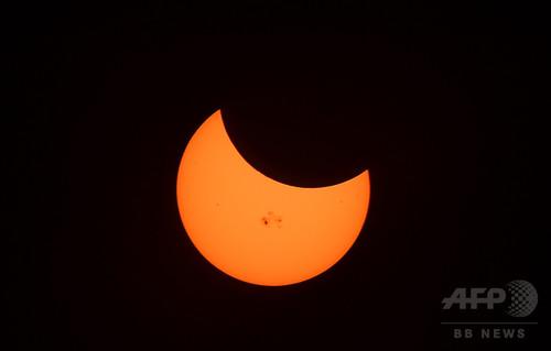 欧州電力界、日食で「前例ない試練」 太陽光発電ほぼ全停止へ