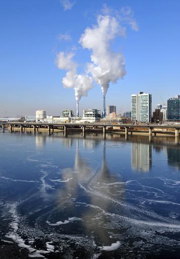 省エネ対策に長袖下着、記録的寒波の韓国