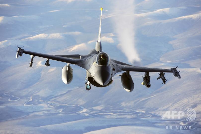ブルガリア国防省、F16調達に向...