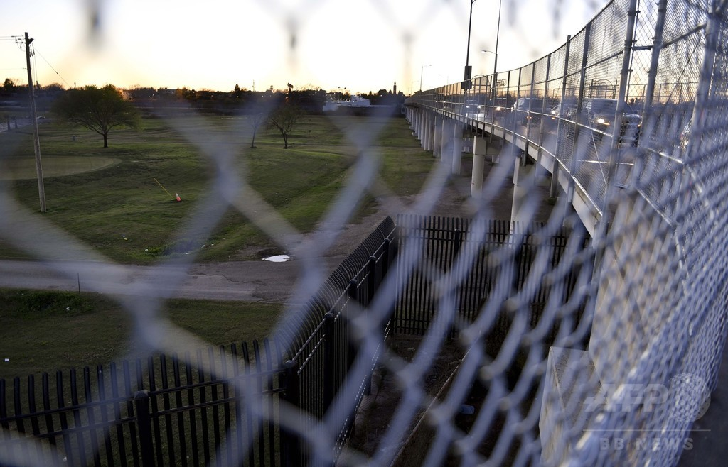手術直後に拘束された不法移民のメキシコ人少女、解放される