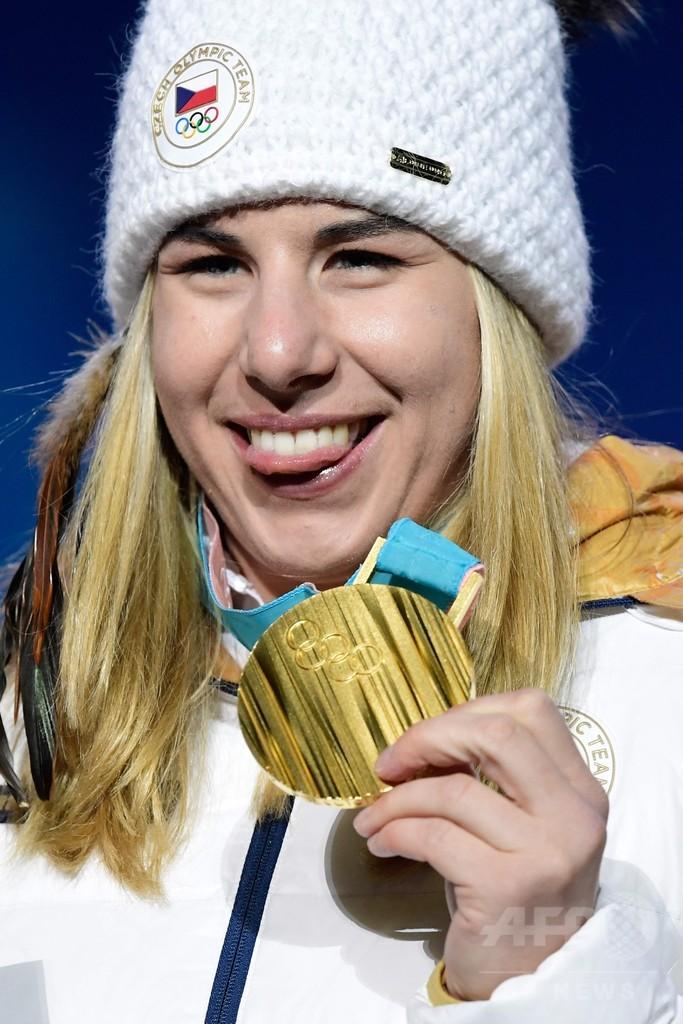 「雪上の奇跡」スノボ選手のスキー金、IOC関係者からも称賛の声