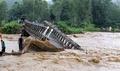 モンスーン猛威、土砂崩れで20人死亡か インド