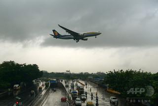 男女2人の操縦士が空中で「けんか」、操縦室飛び出す インド