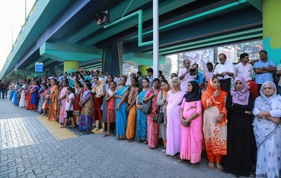 全長620キロ、インドで女性たちが人間の鎖 寺院参拝問題めぐり抗議
