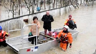 動画:アルバニアで洪水、4人死傷 被災地に軍派遣