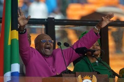 ウガンダの反同性愛法案はナチスと同じ、南アのツツ元大主教が警告