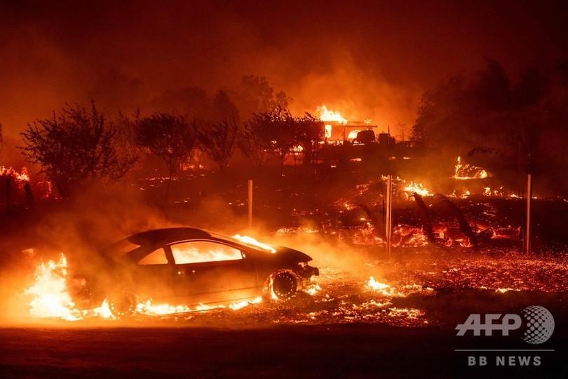 米加州で森林火災 強風で急速に延焼、数千人に避難指示