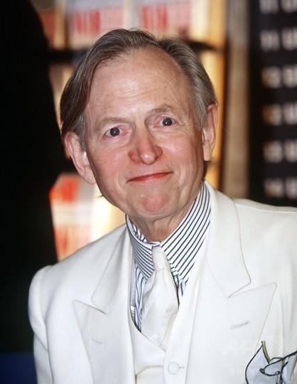 米作家トム・ウルフさん死去、88歳 「虚栄の篝火」