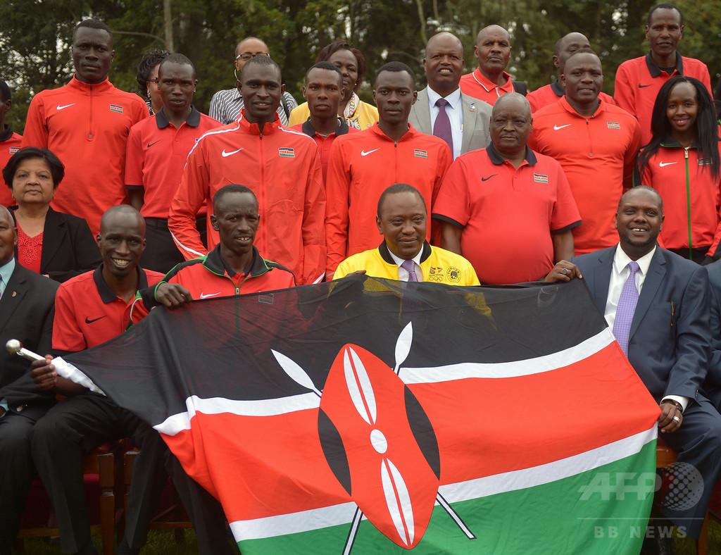 ケニア代表陸上コーチ、選手装い...