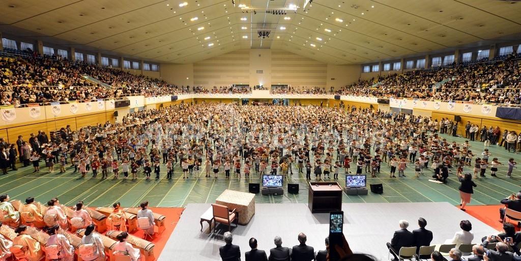 世界の子ども2000人がバイオリン合奏、「スズキ・メソード」世界大会