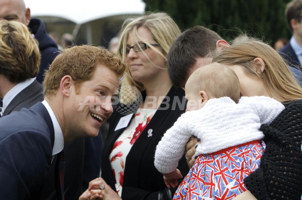 ヘンリー英王子「僕のベビーシッター代は高くつくよ」