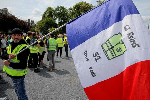 仏「黄ベスト」デモ半年、参加者減少続く