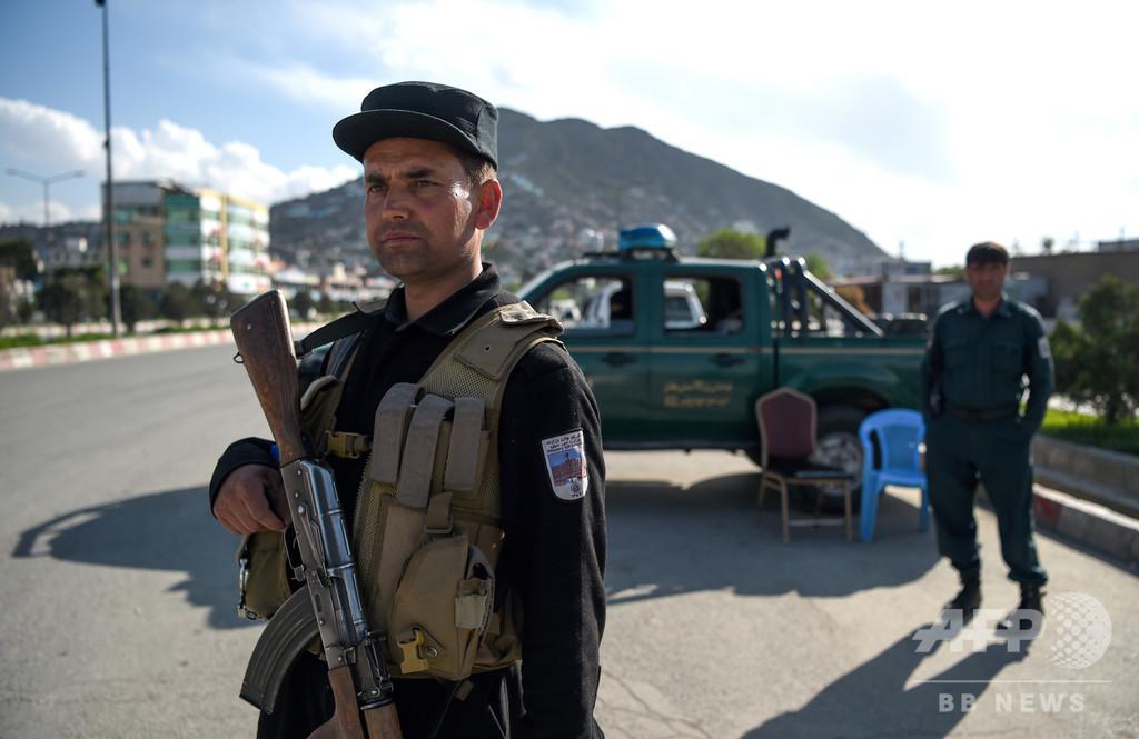 アフガニスタン東部でトラック爆弾、警官8人死傷 子ども約20人負傷