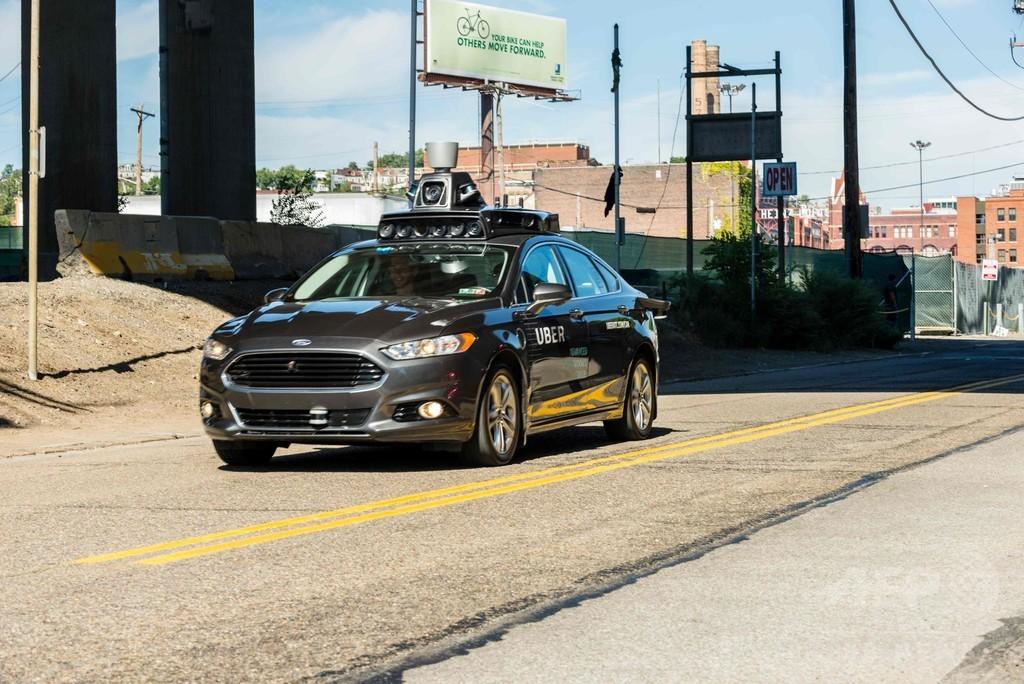 ウーバー自動運転車が死亡事故 米アリゾナ州で通行人はねる