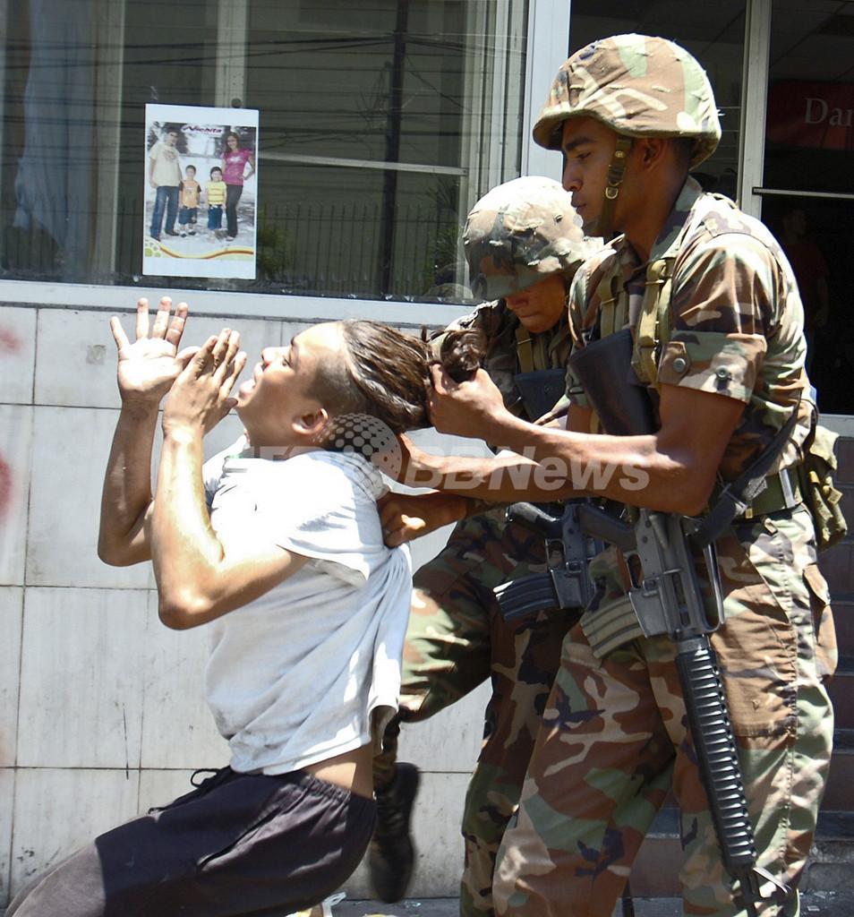 セラヤ氏支持のデモ隊に軍隊が発砲、2人負傷 ホンジュラス
