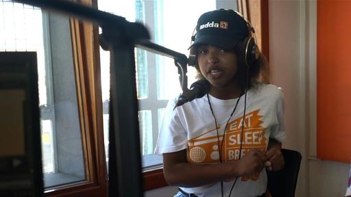 動画:銃犯罪根絶を訴えるティーンのラジオ番組 南ア