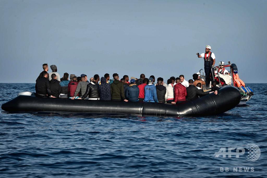 リビア沖でゴムボート沈没、移民100人以上死亡