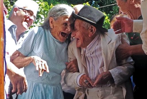 パラグアイの退役軍人、100歳の誕生日に家を贈られる