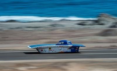 南米の砂漠を走破、チリのソーラーカーレース