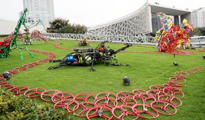 廃棄シェア自転車がオブジェに「変身」 上海市