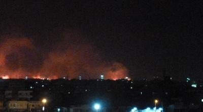 スーダン首都の軍需工場で爆発、火災が発生