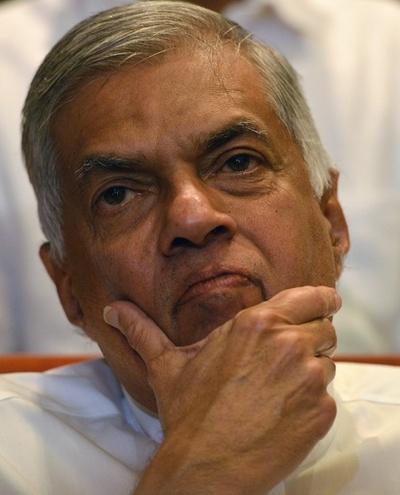 スリランカ大統領、議会を停止 政治的混乱が拡大