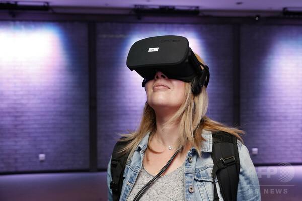 空飛ぶクジラに乗る、VR体験で高所恐怖症の症状緩和 研究