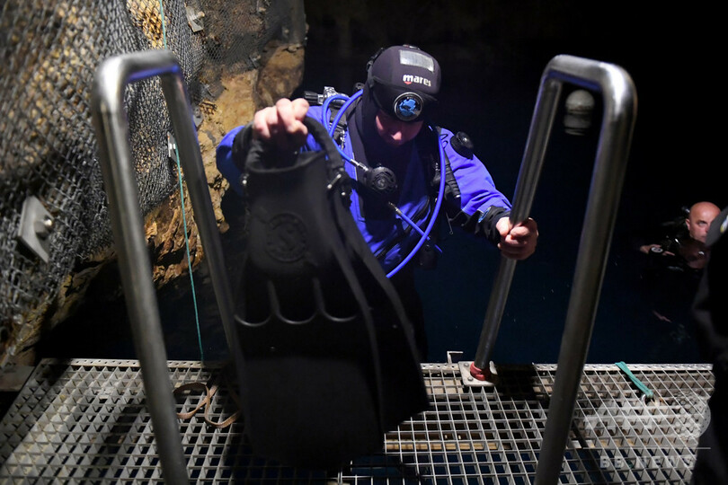 欧州古都で洞窟潜水、ダイバーらの注目の的 ハンガリー・ブダペスト