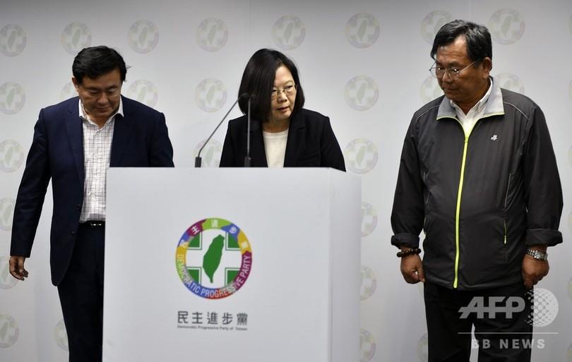台湾・蔡総統、党主席を辞任 与...
