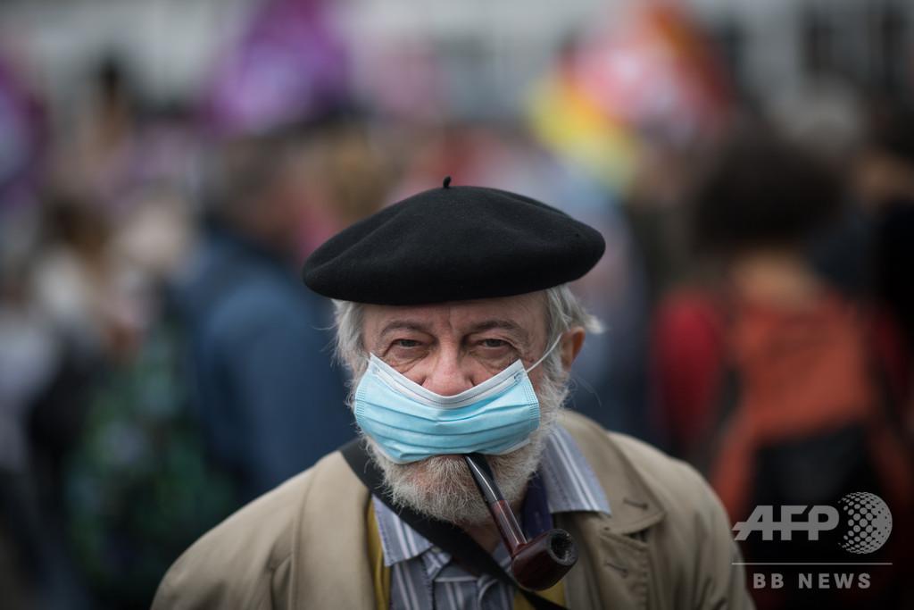 フランス、屋内のマスク着用義務化へ 感染が再拡大