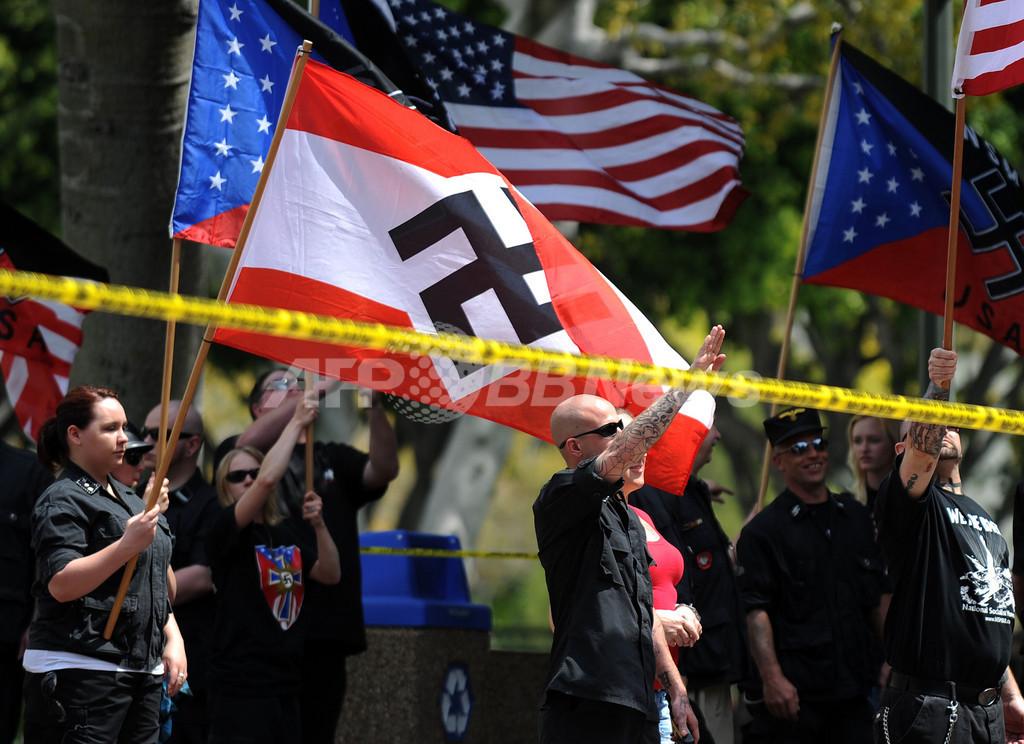 移民反対ネオナチ集団、ロスでマイノリティ団体らと衝突