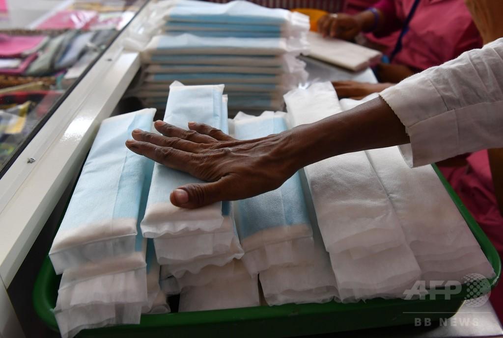 インド、生理用ナプキンを課税対象外に 映画スターらが運動展開