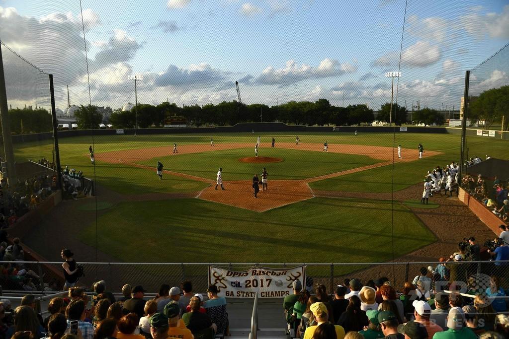 米テキサスの高校銃撃事件、野球で少しの癒やしを