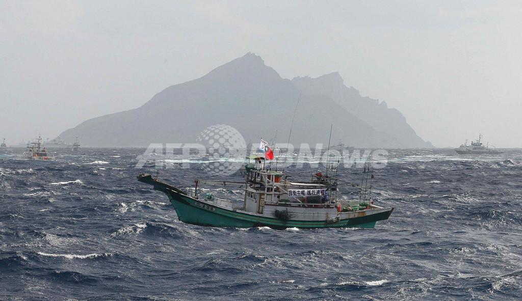 台湾の漁船数十隻が尖閣領海内に侵入、巡視船が放水
