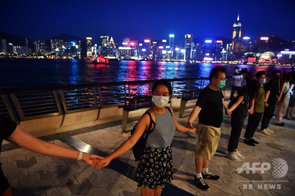 香港、今度は人間の鎖で抗議 「バルトの道」から30年で