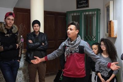 「自由」を得た革命から8年、困窮する若者 チュニジア
