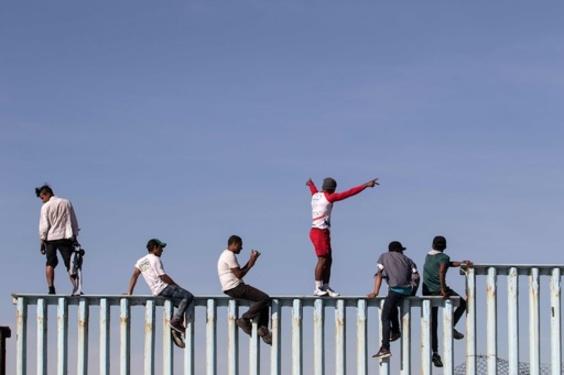 中米の移民キャラバン、一部が対米国境に到着 米側はバリケード設置