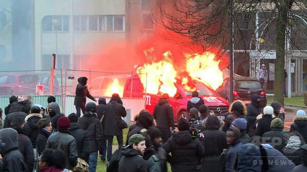 警官による黒人男性性的暴行、抗議が暴動に 37人逮捕 フランス