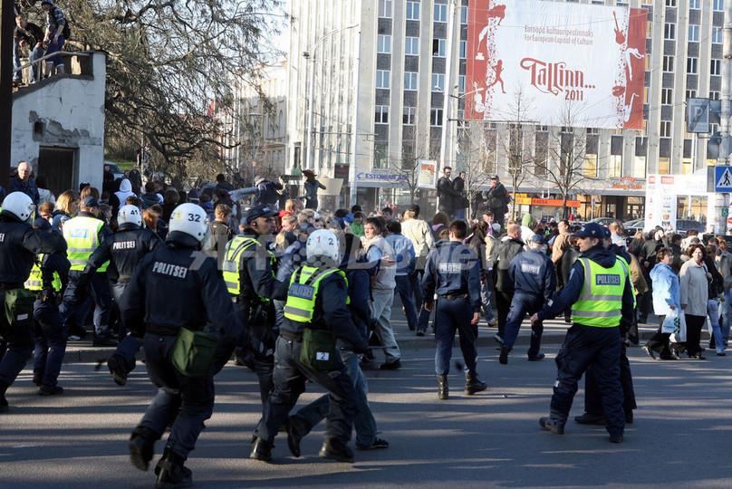 エストニアでの暴動、プーチン大統領が懸念を表明 - ロシア