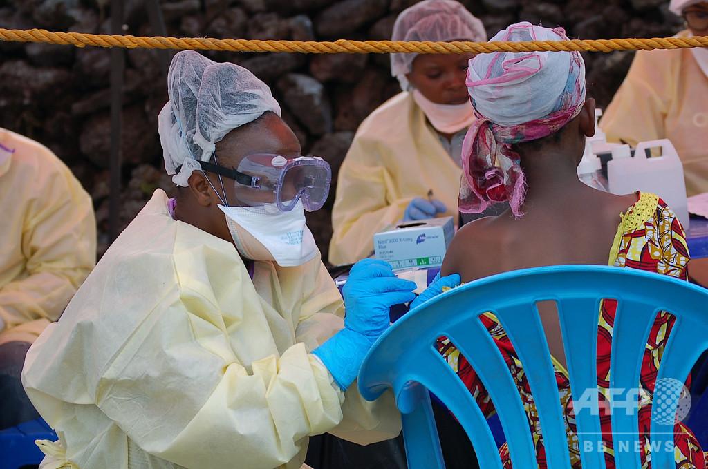 コンゴ北西部のエボラ流行、3か月未満で感染者100人に WHOが警鐘